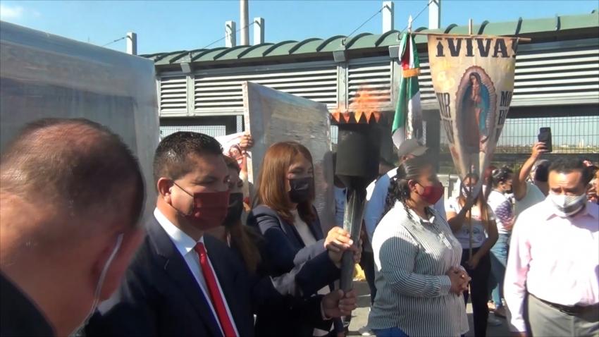 VIDEO Cruza por Nuevo Laredo Antorcha Guadalupana rumbo a Estados Unidos