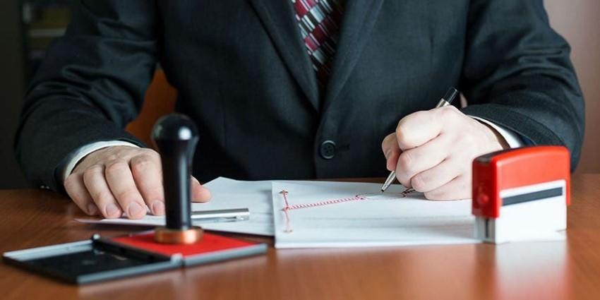 Cancela SAT registro a 46 notarios estatales