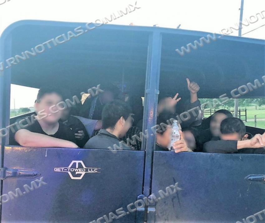 Agentes de la Patrulla Fronteriza del Sector de Laredo se encuentran con un intento de tráfico de personas utilizando un remolque de ganado